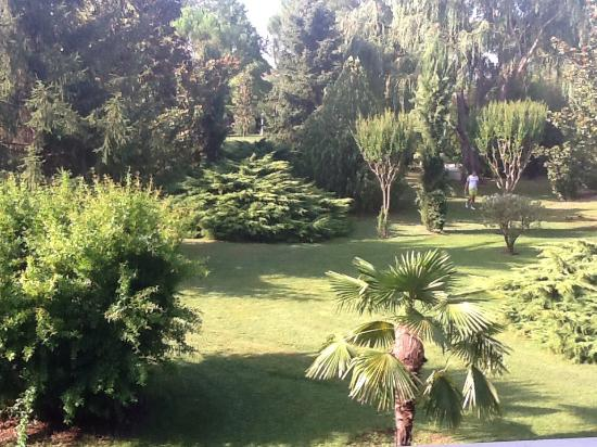 BEST WESTERN Sévan Parc Hotel : View of the gardens from the room's balcony