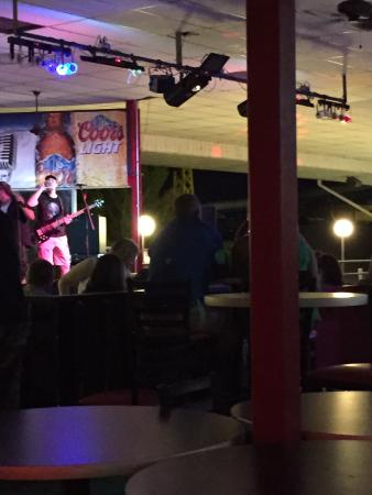 Monticello, IN: Band at the Roof garden lounge