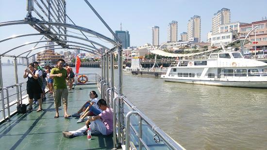 Yalvjiang Cruise: 遊覧船