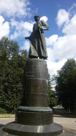 Frunze Statue