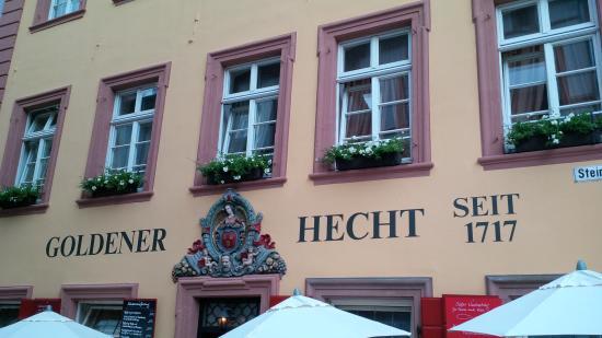 Hotel Goldener Hecht: Вид отеля с улицы