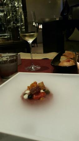 Jojo at The St. Regis Bangkok: Bruschetta with tuna tartare, garlic and black olives