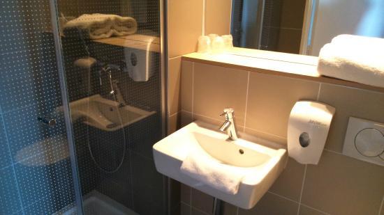 Premiere Classe Roissy - Saint Witz: salle de bains