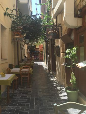 Taverna Diporto: alley where the restaurant is situated