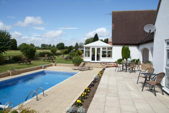 Badgers Mount Hotel: Refresh in the Pool