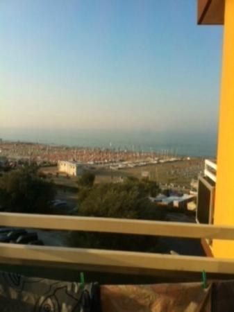 Hotel Carlton Beach: Vue de la mer depuis le balcon
