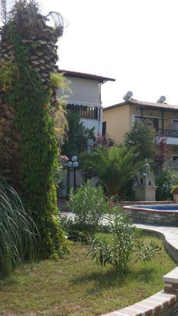 Ioli Village: территория отеля