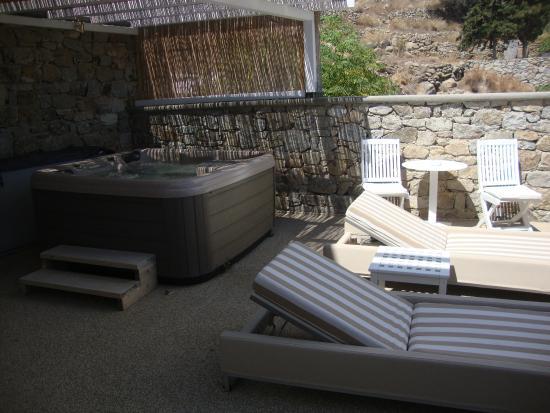 La Terrasse Avec Jacuzzi De La Suite Picture Of Myconian