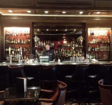 library bar picture of fairmont royal york toronto. Black Bedroom Furniture Sets. Home Design Ideas
