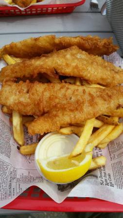 Gimli, كندا: Fish & Chips! #allyoucaneat