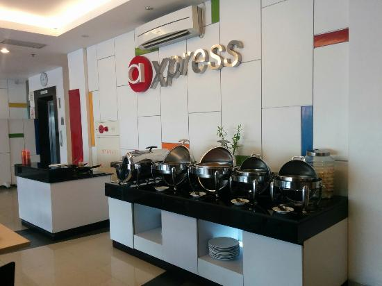 Amaris Hotel Panglima Polim: Buffet breakfast & egg station