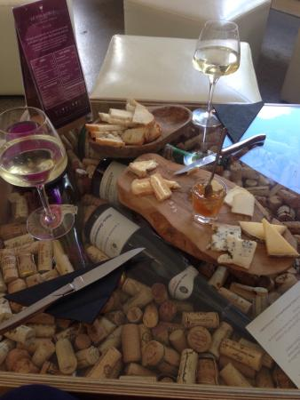 Le Vignoble: Enjoying the wine and cheese