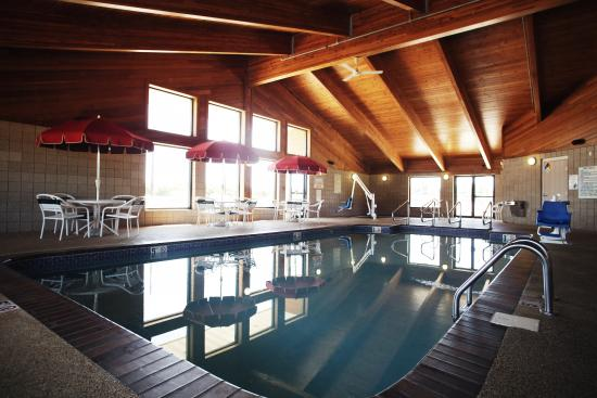 AmericInn Lodge & Suites Okoboji: Large Indoor Pool Area