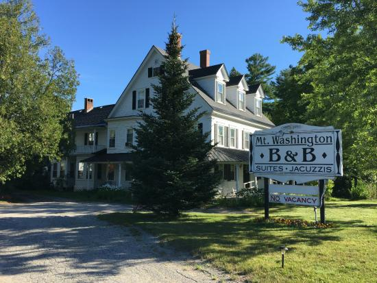 Mt. Washington Bed and Breakfast: Front of B&B