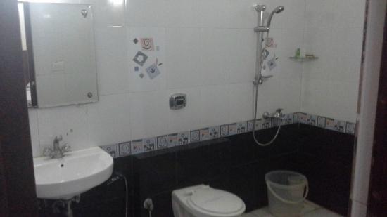 Tri Sea Residency: Bath Room