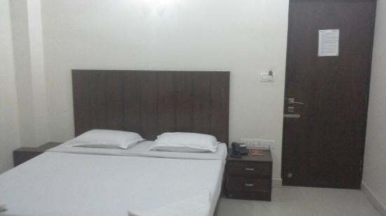 Tri Sea Residency: Room