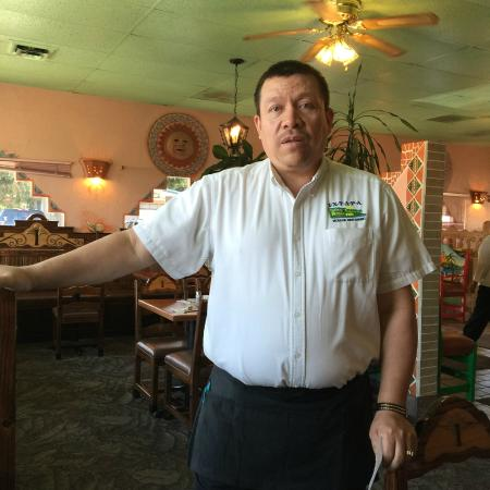 Stayton, Oregón: Our friendly waiter