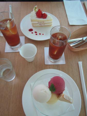 Nezu Cafe Our full set of snacks on the table Iced tea strawberry & Our full set of snacks on the table Iced tea strawberry shortcake ...