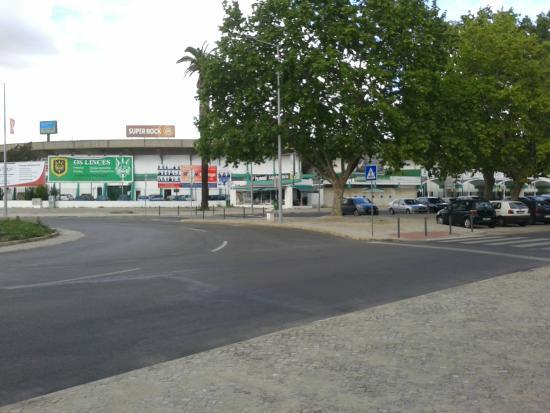 Hotel Aranguês: perto do hotel , o jardim municipal e o seu estadio