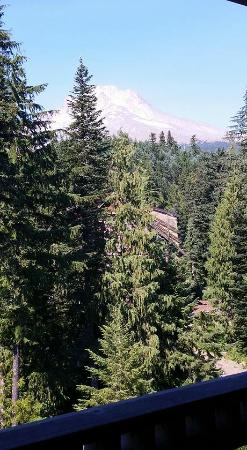 Collins Lake Resort: View of Mt. Hood from balcony of Grand Lodge unit