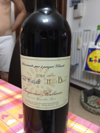 Hotel Bamby : Bottiglia di vino omaggio dal Bamby grazie