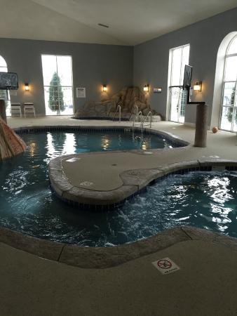 Microtel Inn & Suites by Wyndham Green Bay: Swimming Pool