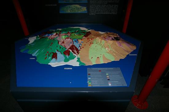Bourg-Murat, เกาะเรอูนียง: Model des Piton de la Fournaise im Museum