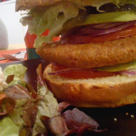 West Coast Gourmet Burgers: Burger Végétarien, Salade Mixte.