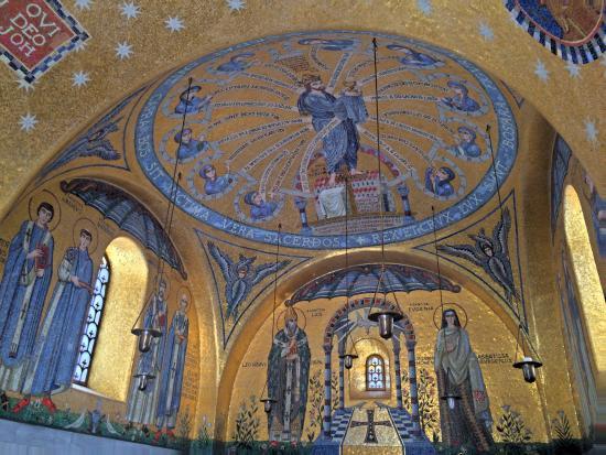 Int rieur d 39 une chapelle photo de couvent du mont sainte for Interieur d un couvent
