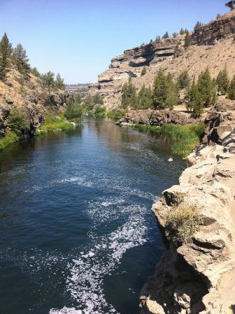 Crooked River Ranch, Oregón: looking downstream toward fishing area...