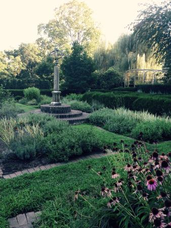 Fort Washington, PA: The Highlands Mansion and Gardens