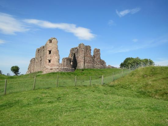 Brough Castle Curtain Wall - Picture of Brough Castle, Brough ...