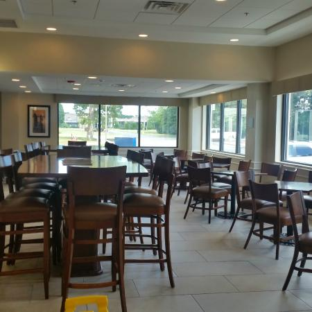 Wingate by Wyndham Atlantic City West: large breakfast area