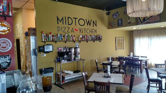 Midtown Pizza Kitchen: Always good beer on tap