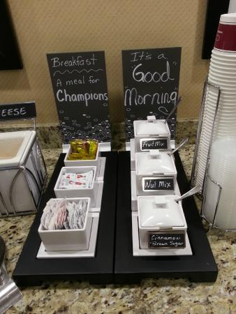 Hampton Inn Salt Lake City - North: Great toppings for oatmeal!