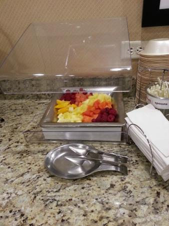 Hampton Inn Salt Lake City - North: Fresh fruit.