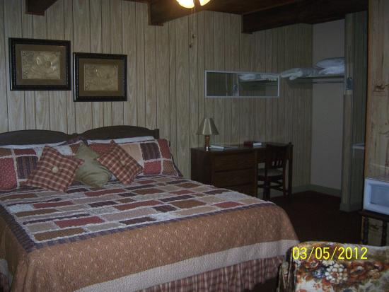 Bay Springs Country Inn & Campground: King non-smoking