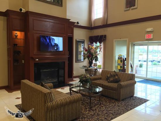 Holiday Inn Express Prince Frederick: lobby