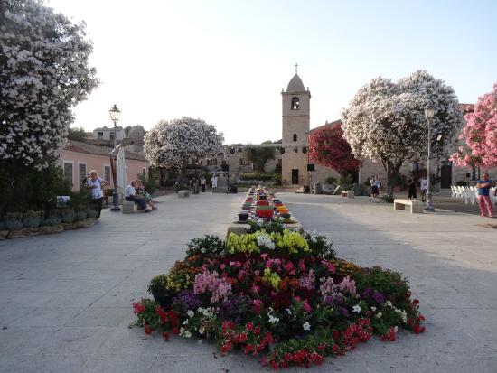 Сан-Панталео, Италия: Praça de San Pantaleo