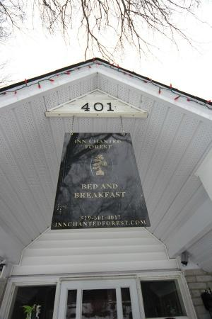 Inn-Chanted Forest Bed and Breakfast: Welcome!