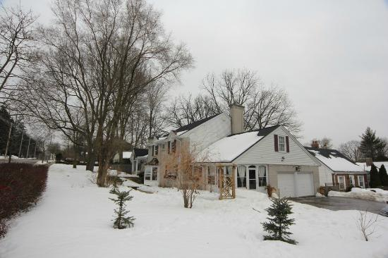 Inn-Chanted Forest Bed and Breakfast Image