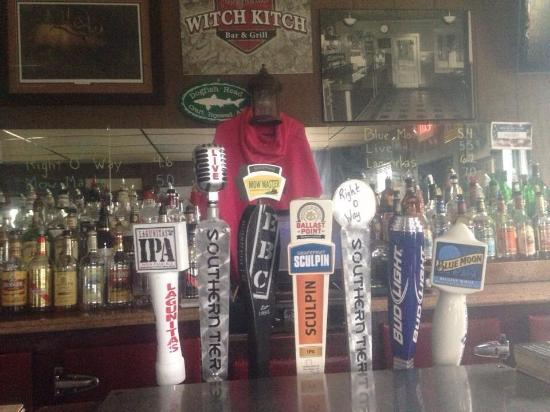 Sinclairville, NY: Great beer and great food!! Outdoor seating and volleyball courts right on the snowmobile trail!