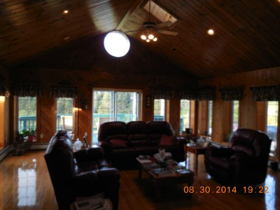 Pilot Whale Bed & Breakfast: Living room