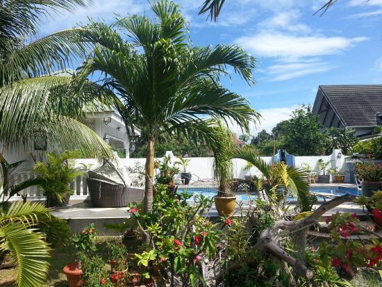 Le Bonheur Villa: garden