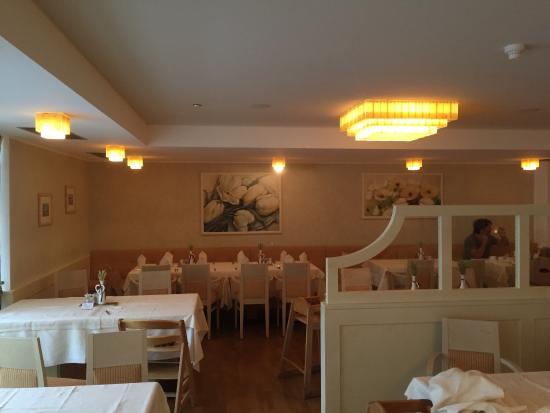 Esterno tavoli da pranzo - visuale da balcone camera da letto ...