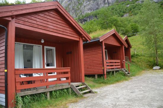 Lunde Turiststasjon: bungalows en lunde