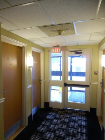 Comfort Inn Corner Brook : Ground, End Room