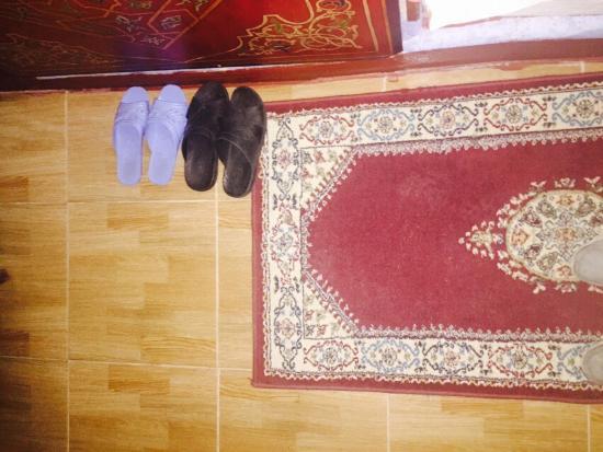 Casa Annasr: Chambre avec sandales marrantes offertes