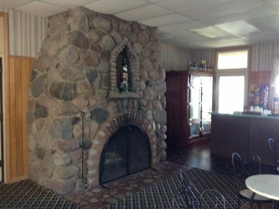 Alpine Resort & Golf: Fire place in cafe/bar