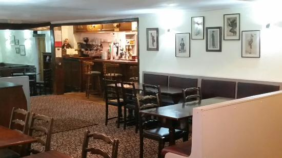 Holbrook, UK: Now fitted with new carpets. The pub looks fantastic
